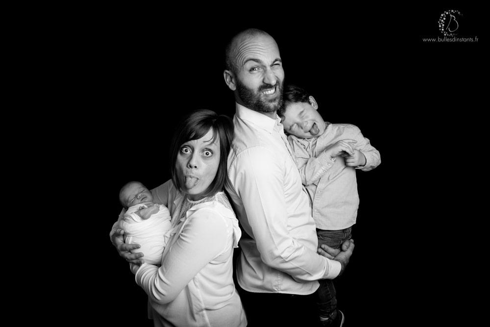 shooting-photo-famille-naissance-noir-et-blanc-yvelines