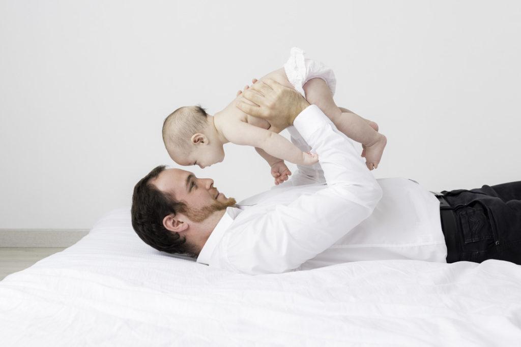 photographe famille papa bébé cocooning naturel yvelines 78