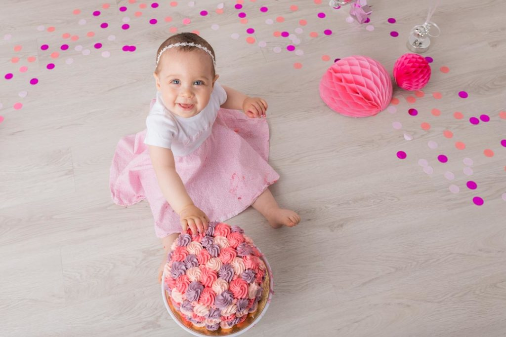 photo-anniversaire-bebe-fille-plaisir-yvelines-78-smash-the-cake