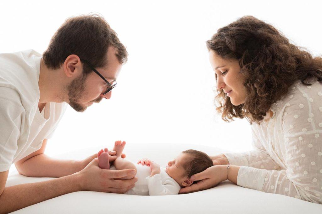 naissance de bébé dans les Yvelines photos lumineuses de famille
