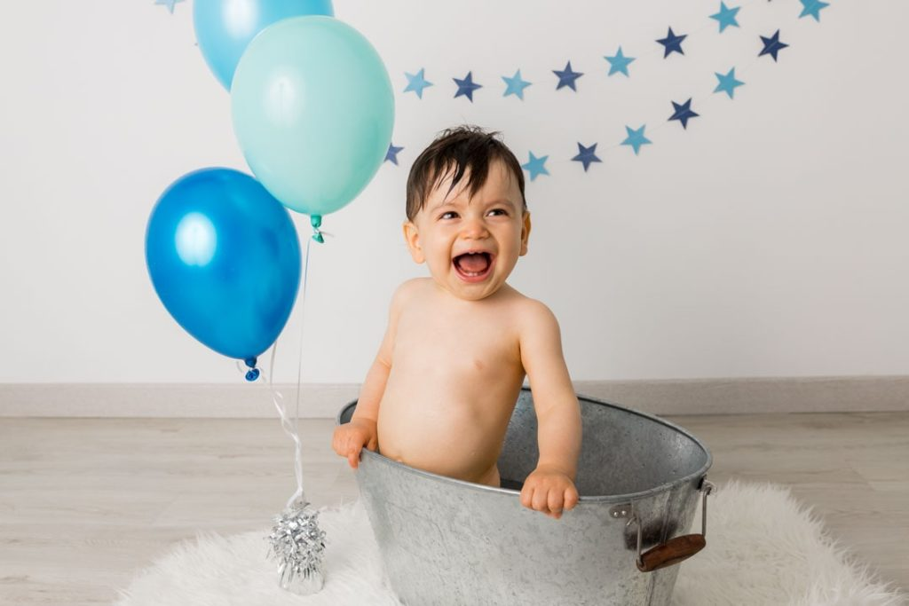 photographe-anniversaire-bebe-78-smash-the-cake-bain-bleu