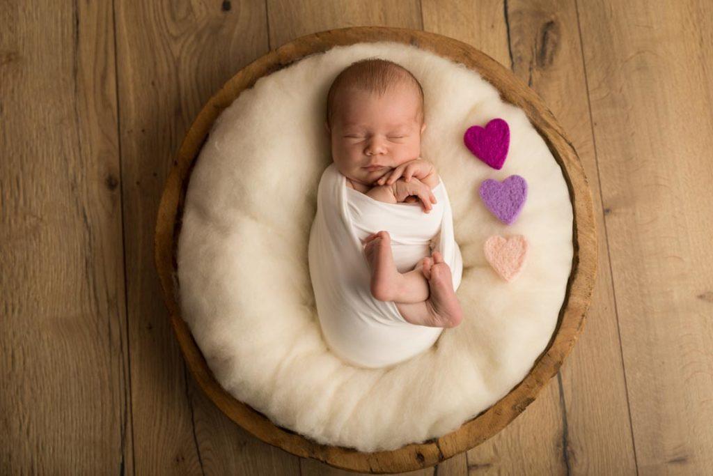 photographe pro de nouveau-né en studio