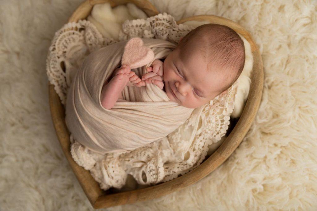 photographe Yvelines 78 naissance bébé coeur sourire