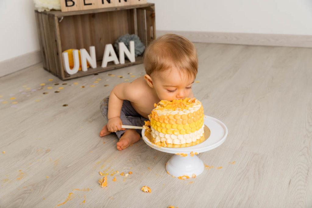 seance-photo-anniversaire-bebe-jaune-gris-gourmand-yvelines
