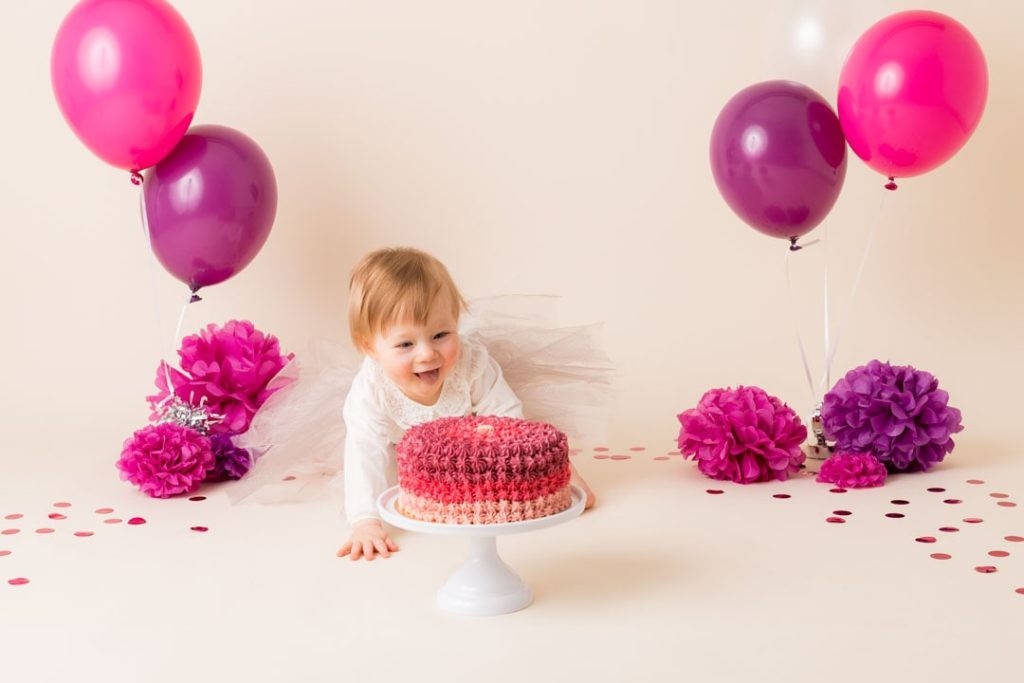 shooting-photo-anniversaire-bebe-78-smash-the-cake-prune-framboise