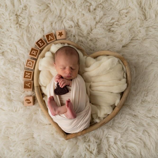 Content-coeur-bois-seance-photo-naissance