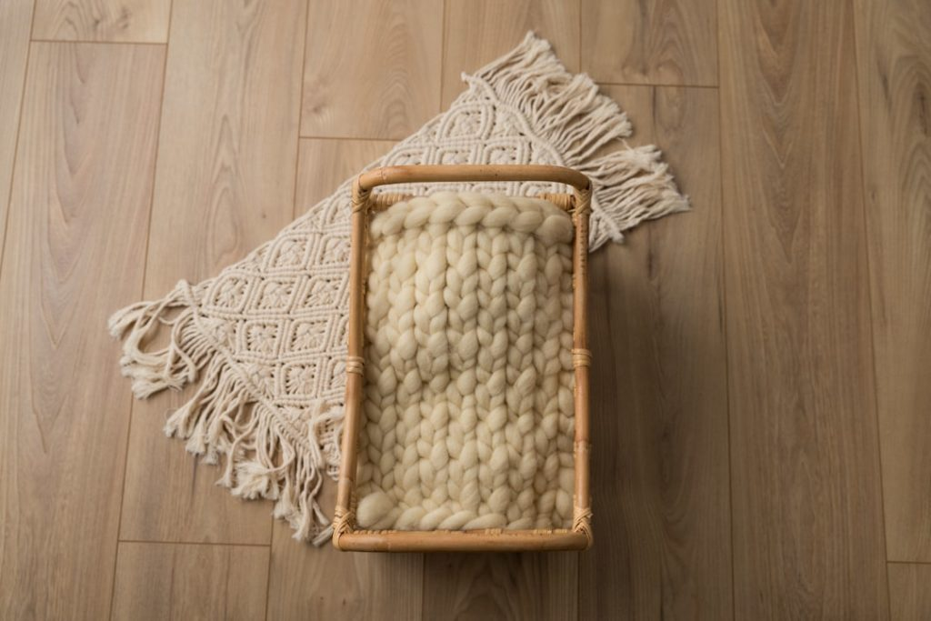 lit-rotin-bambou-tapis-macrame-seance-photo